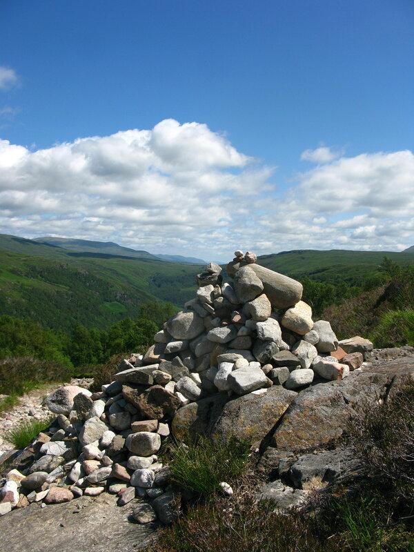 Такие горки камней очень любят складывать в горах Шотландии:)