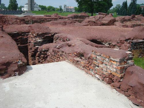 Отдых в Беларуссии: Брестская крепость, руины Белого дворца