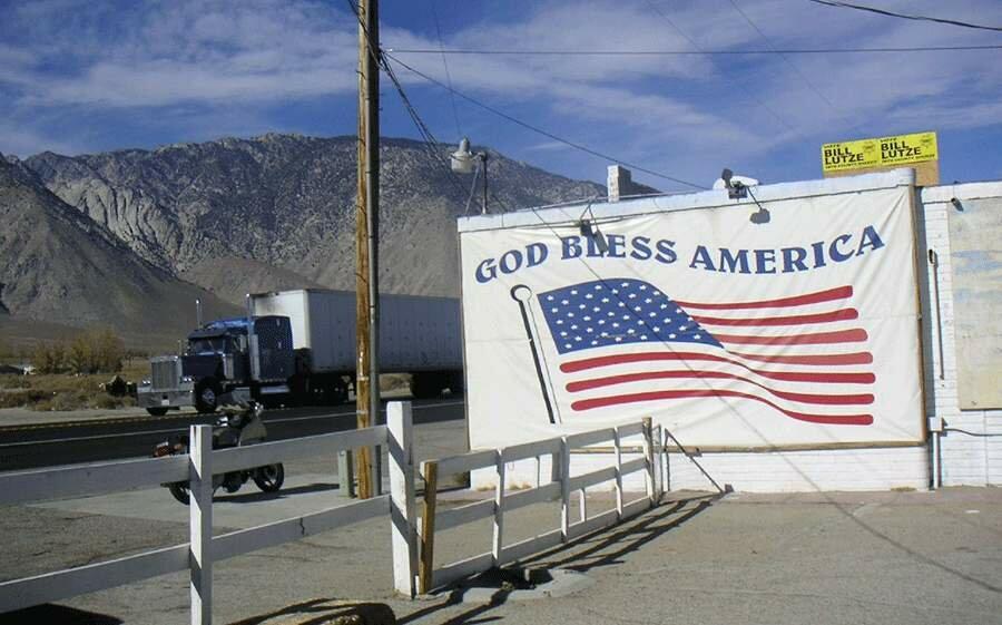 Во Флориде запретили знаки Боже, храни Америку