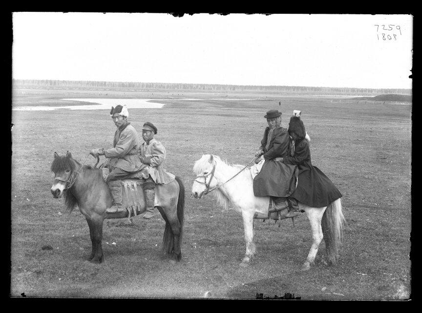 Якуты верхом на лошадях, 1902