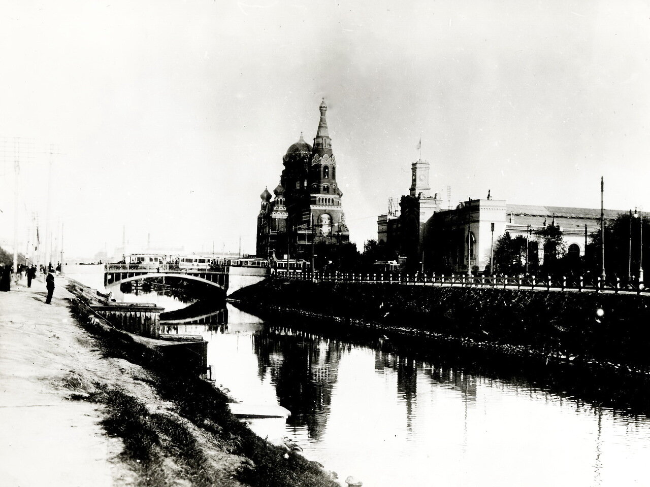 Варшавский вокзал. Храм Воскресения Христова