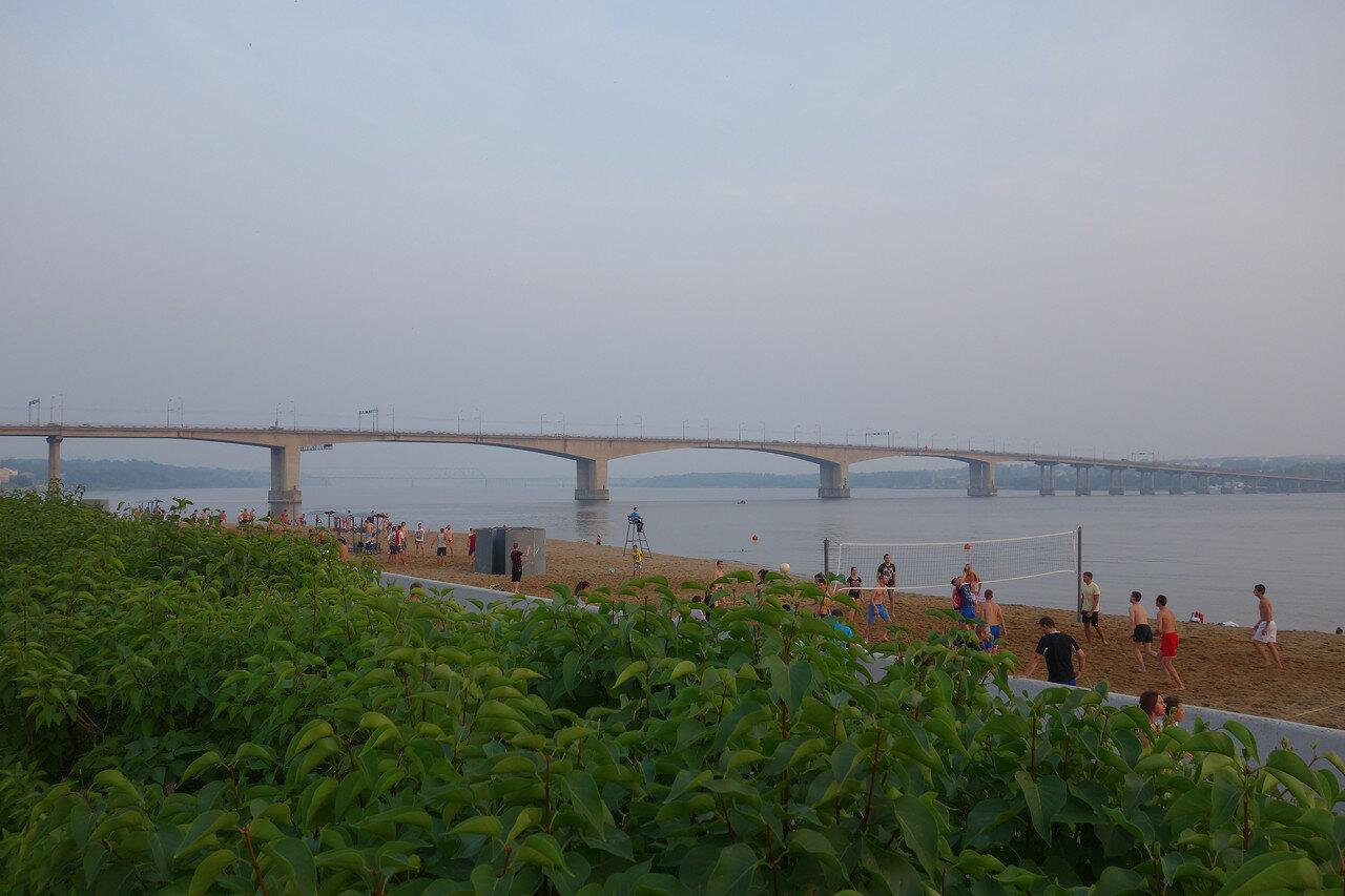 мост и пляж
