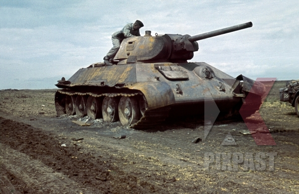 stock-photo-captured-russian-t34-panzer-tank--kharkov-1942-22nd-panzer-division-204th-panzer-regiment--11642.jpg