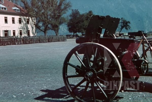 stock-photo-infantry-gun-at-the-mountain-trooper-barracks-in-landeck-austria-1941-pontlatz-kaserne-11319.jpg