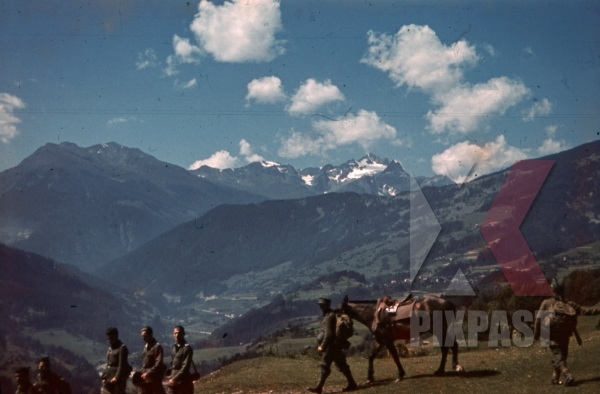 stock-photo-mountain-troopers-marching-over-the-hoher-riffler-in-landeck-austria-1941-pontlatz-kaserne-11325.jpg