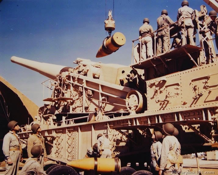 Gun crew loading a 14 inch railway gun.jpg