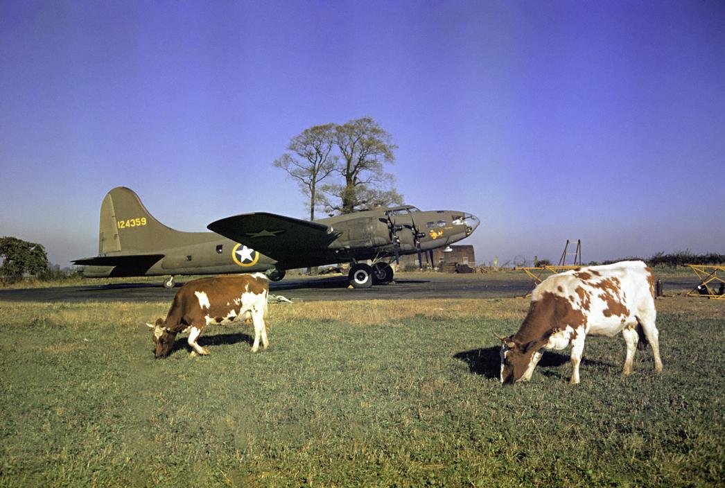 Wonderful Colour Photographs of World War II by Robert Capa (33).jpg