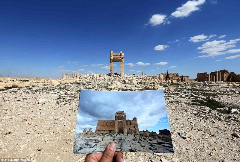 3B55971200000578-4029044-A_дейли-мейл-31-сирия-photographer_holds_his_picture_of_the_Temple_of_Bel_taken_on_M-a-36_1481671251621.jpg