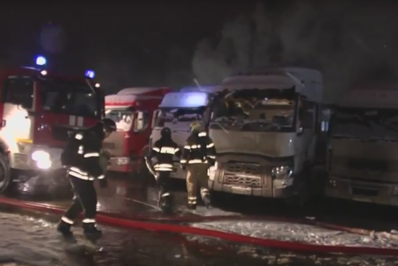 Площадь пожара наскладе вЮжном Бутове возросла  до тысяча  квадратных метров