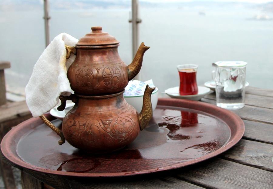 4. Турция В Турции для заваривания чая используется двойной чайник. В нижней его части кипит вода, а