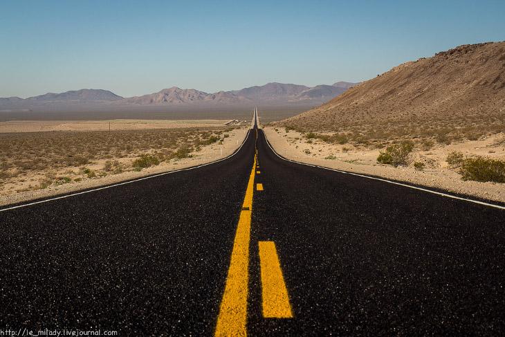 1. Именно так в моей голове выглядела дорога к Долине Смерти — абсолютная пустая трасса, протяж