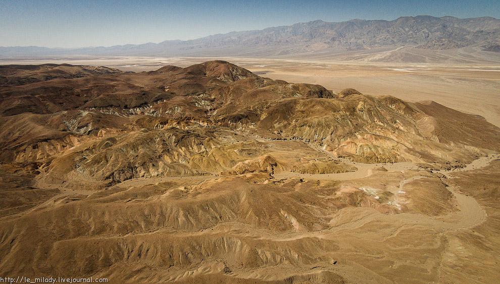 9. Именно из-за расцветок горы и получили своё романтичное название Artist's Palette.