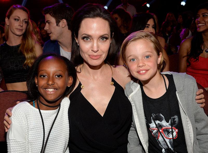 Биологическая мать дочери Анджелины Джоли и Брэда Питта хочет вернуть дочь (4 фото)