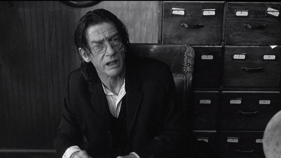 Философский вестерн Джима Джармуша с молодым Джонни Деппом . Херт сыграл небольшую роль помощника ми