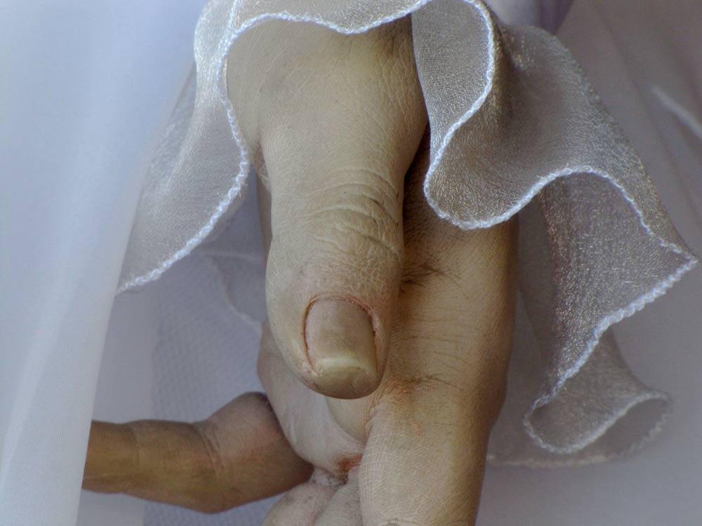 Нынешний владелец салона Марио Гонсалес стремится, чтобы легенда о мертвой невесте жила. Дважды в не