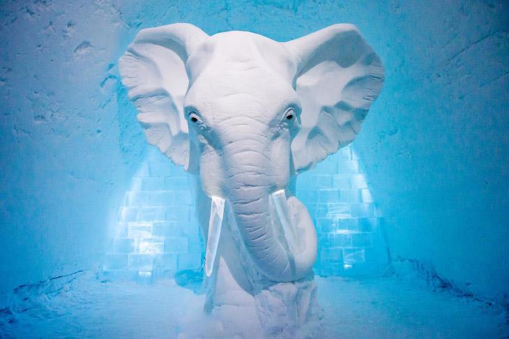1. Из снега, который пошел на создание отеля, можно было бы слепить примерно 700 млн снежков. (