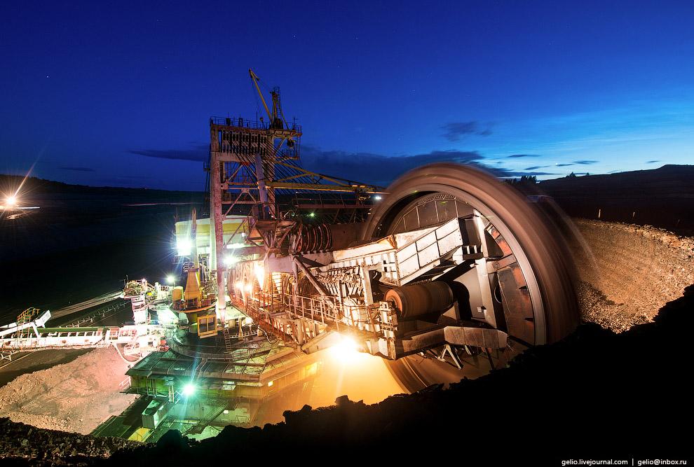 8. На роторном колесе диаметром 11,5 метров установлено 22 ковша. За час агрегат добывает 4500
