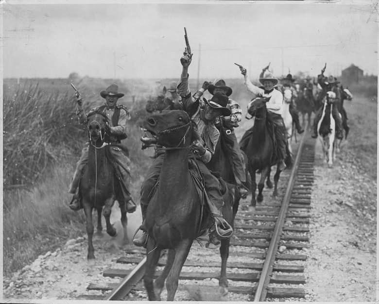 Такой период американской истории, как «Дикий Запад», тоже можно отнести к анархии. Конечно, в то вр