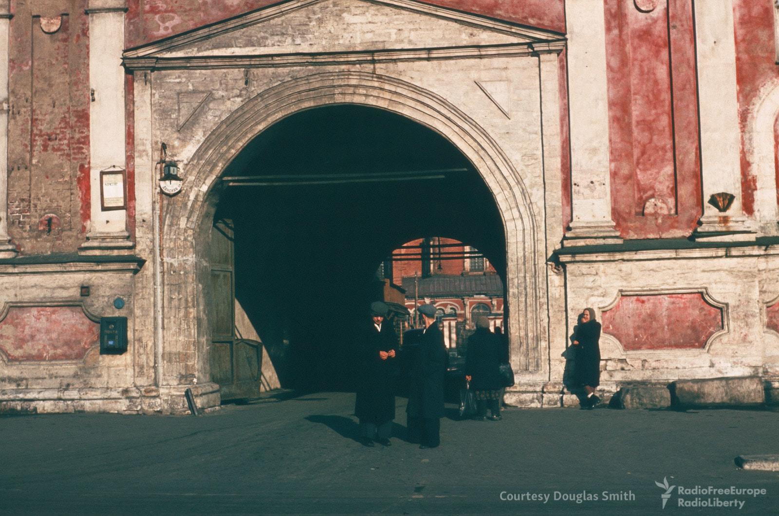 Вход в Донской монастырь.