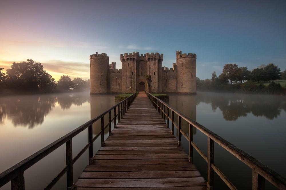12. Замок Бодиам, Англия (© Mirek Galagus) С момента своего основания в XIV веке замок Бодиам пережи