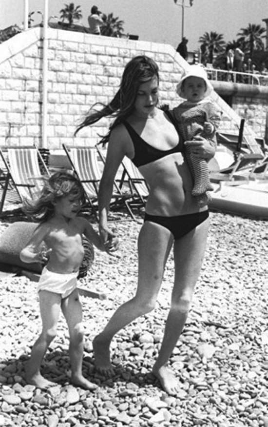 Джейн Биркин с дочерьми, 1970-е.