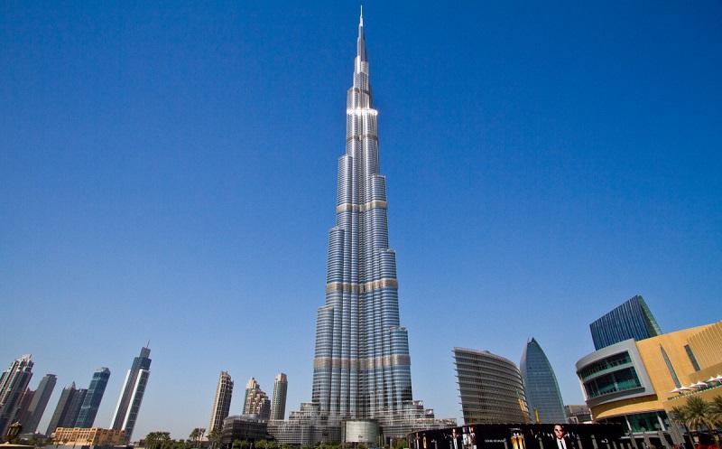 Дубай — город контрастов. Величественная и богатая столица главной страны Ближнего Востока. Яркий сн