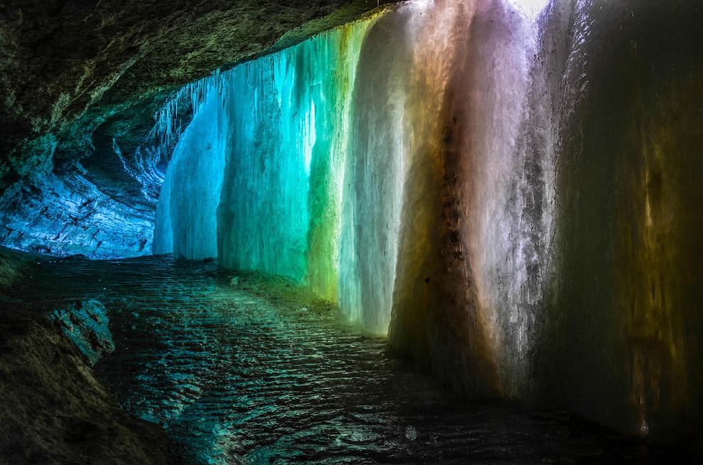 Хотя живой мир пещер, как правило, не очень богат (исключая привходовую часть, куда попадает со