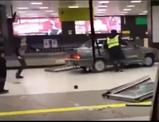 ЧПваэропорту Казани: нетрезвый шофёр протаранил сооружение терминала