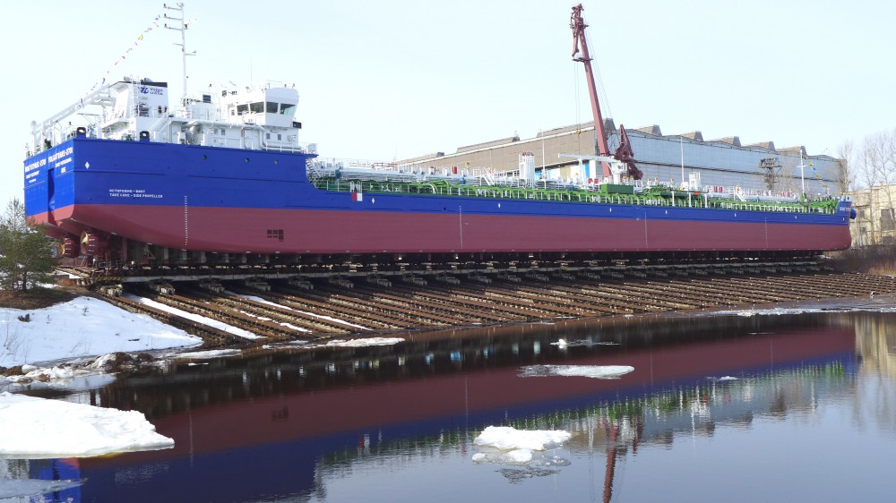 Завод «Красное Сормово» вНижнем спустил наводу новый танкер-химовоз