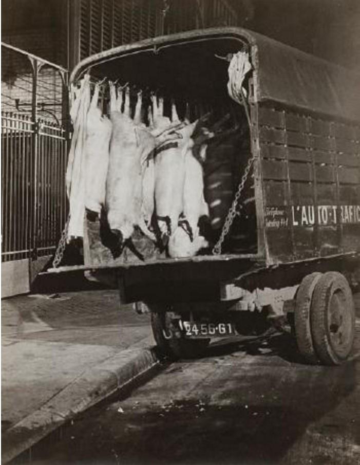 1935. Перевозка туш