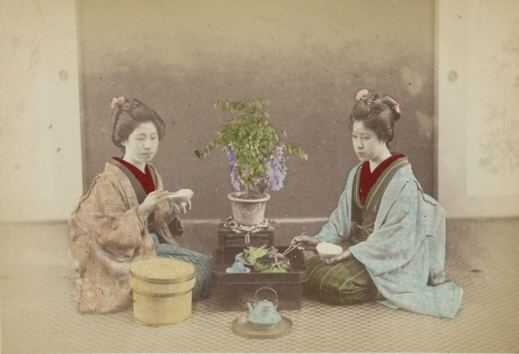 Две гейши за едой