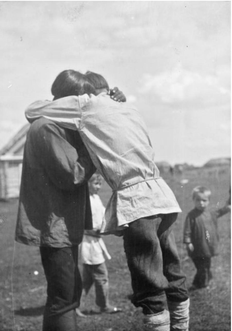 Товарищи прощаются перед отъездом войны