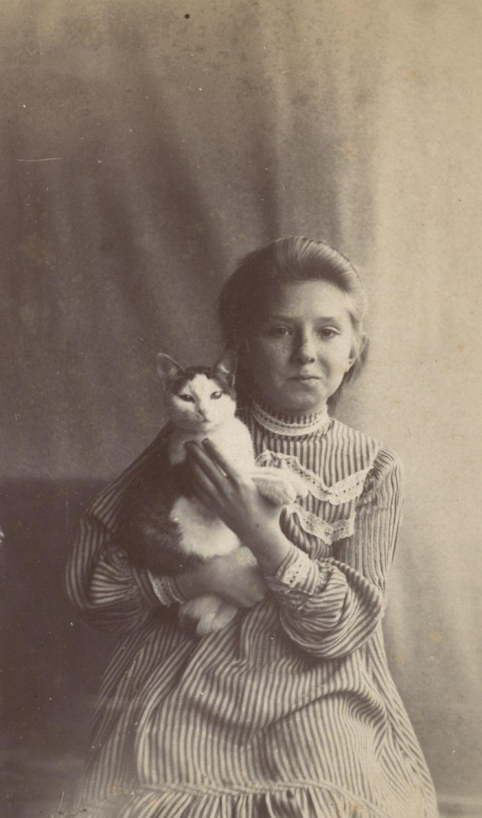 Портрет девочки с кошкой. 1896