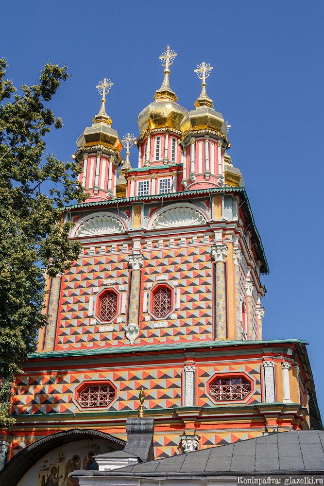 Надвратная церковь Рождества Иоанна Предтечи Троице-Сергиевой лавры.