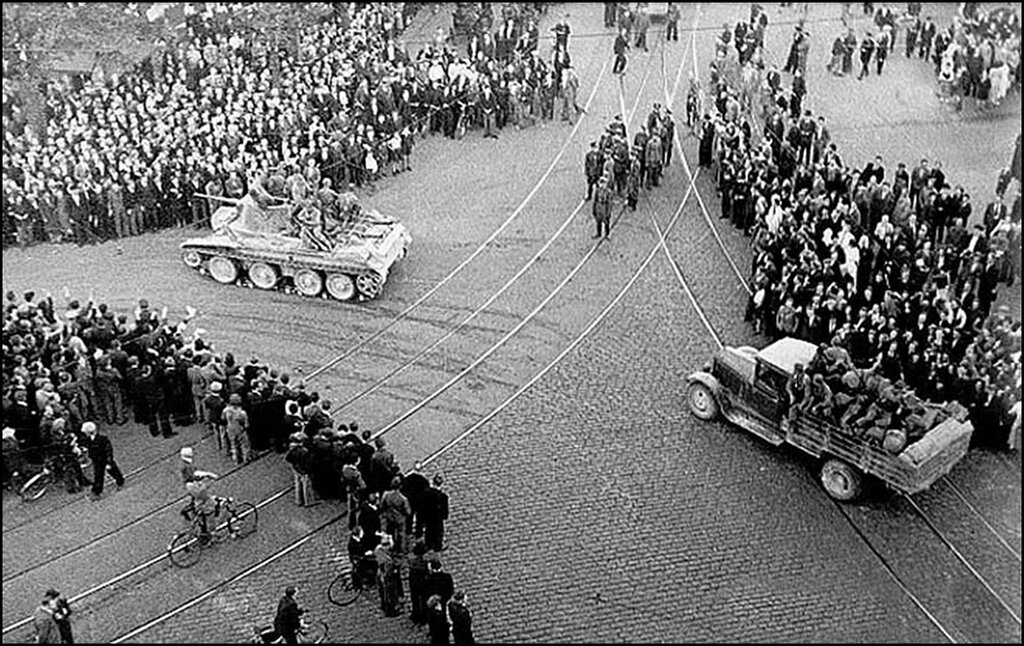 Рига. Советская Армия входит в Латвию.