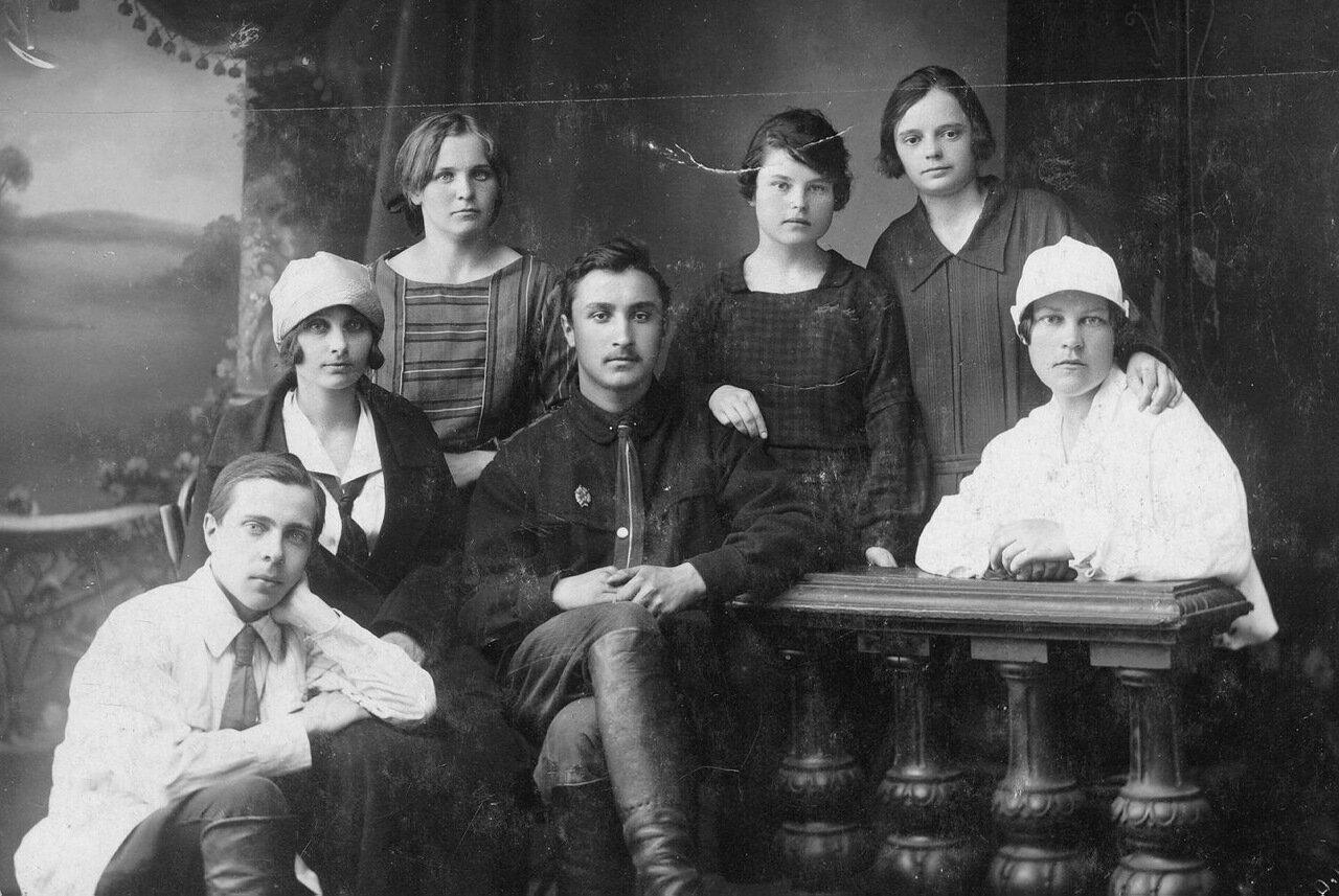 1925. Евгений Сузюмов (в центре)- председатель общества стенографов Пензы