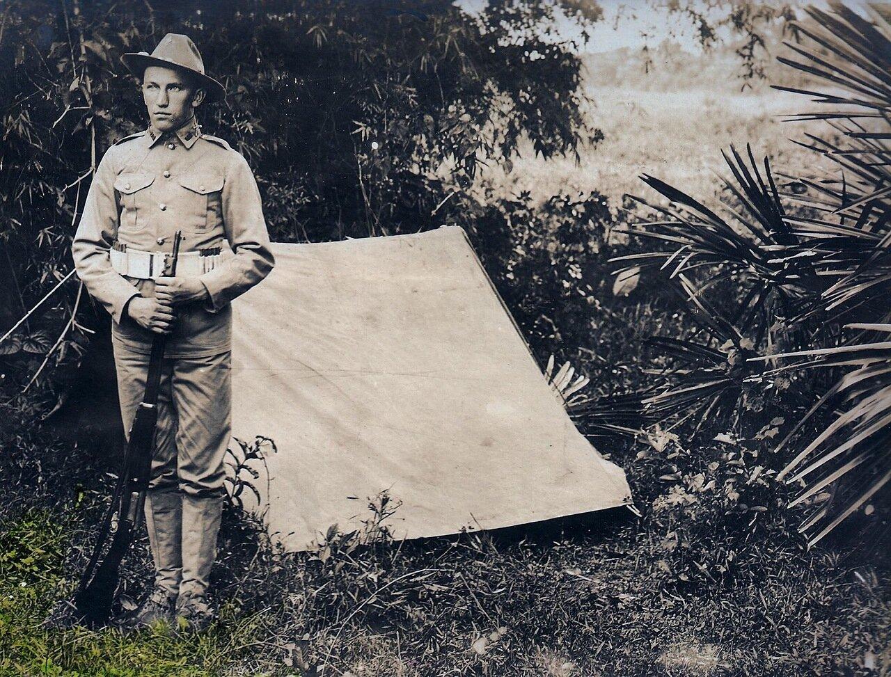 Капрал Квитковский возле своей палатки