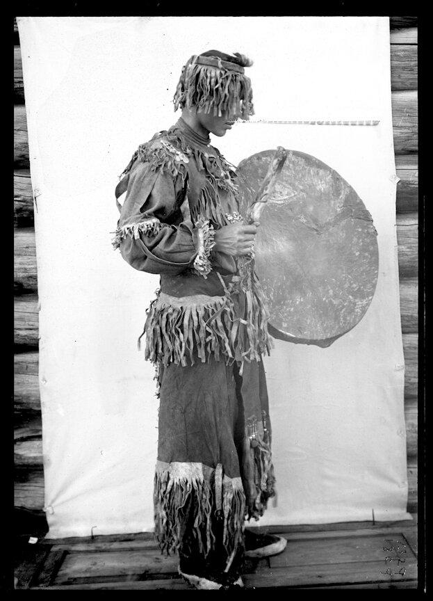 Якутский шаман в парадном облачении. 1902