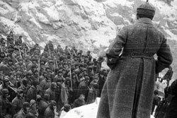 На обложке школьного «Архипелага» - фотография Александра Родченко «Строители канала». 1933 г.