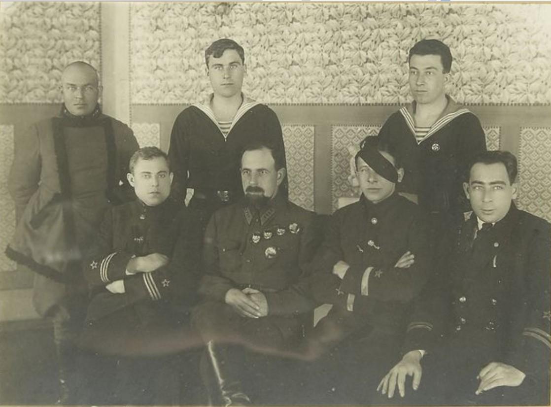 1935-1937. Фото командарма 2-го ранга П. Е. Дыбенко с представителями РККФ В.А. Алафузовым, Н.Г ,Кузнецовым, Л.М. Галлером). Ташкент