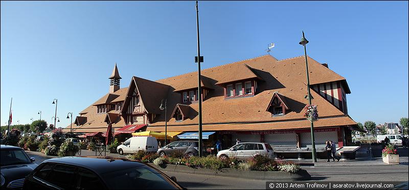 Здание рыбного рынка Трувиля