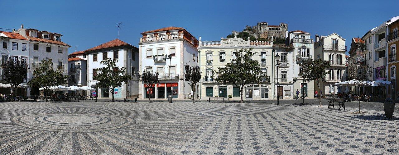 Лейрия. Площадь Франсиско-Родригеса Лобо (Praça Francisco-Rodrigues Lobo). панорама