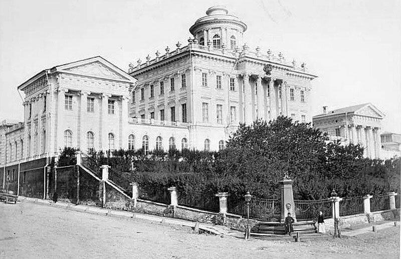 Москва, фонтан у Румянцевского музея