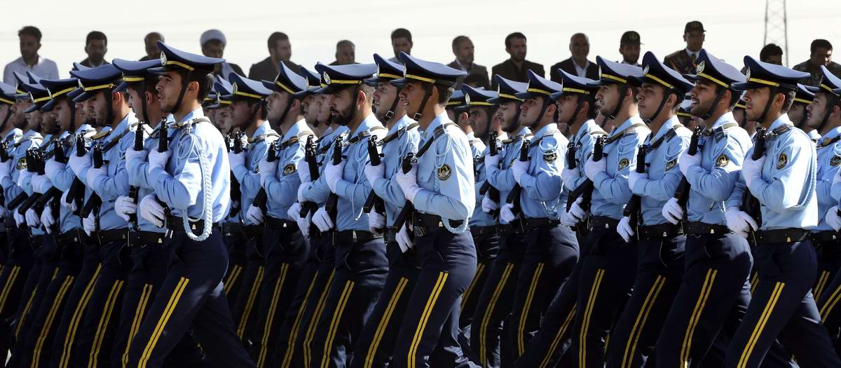 К 35-летию с момента начала ирано-иракской войны: Военный парад в Тегеране (4)