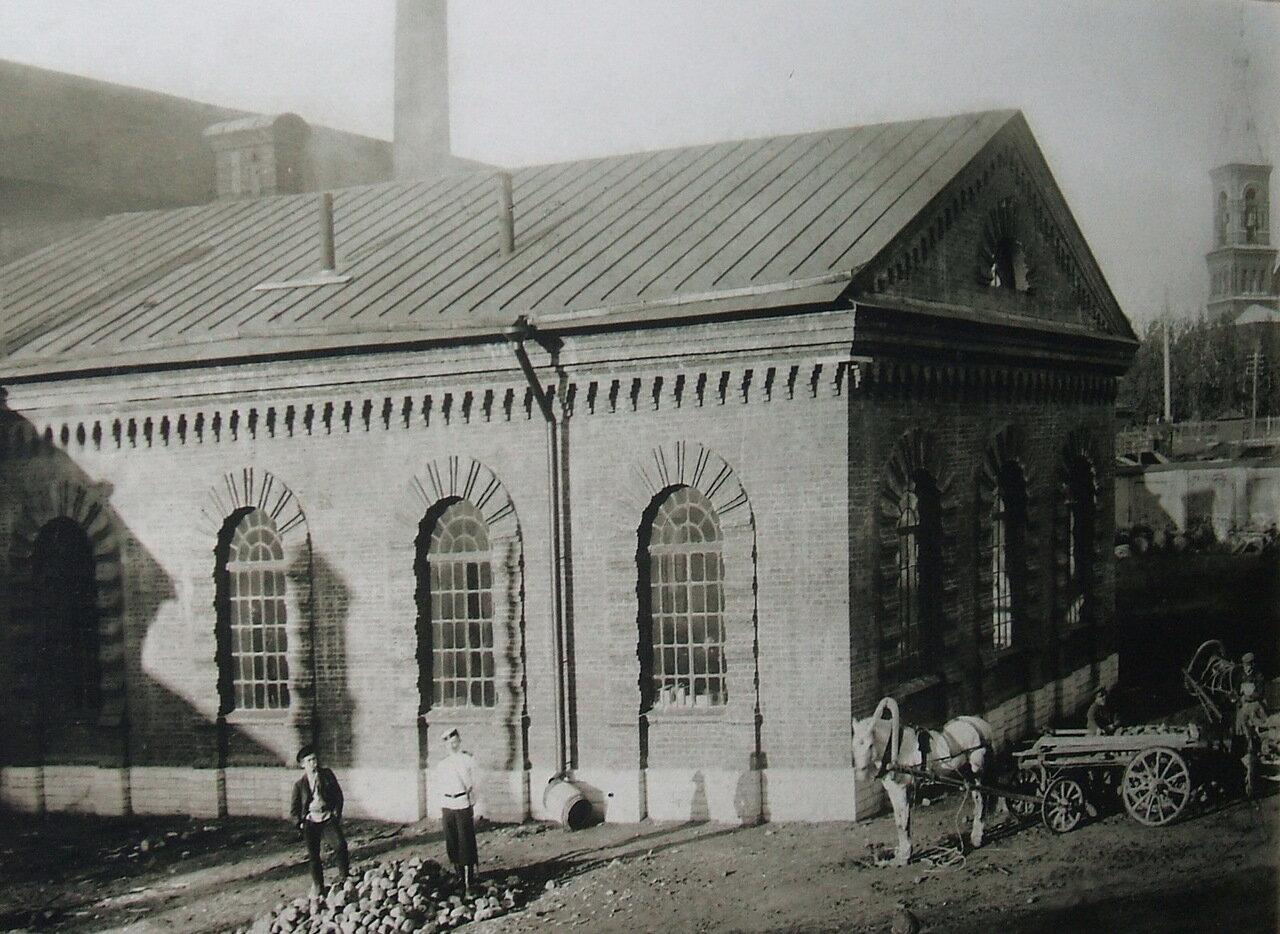 Оружейный завод. Мощение двора