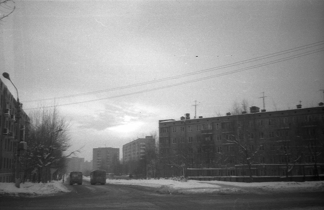 1986. Перекресток улицы Мира и улицы Лётная.