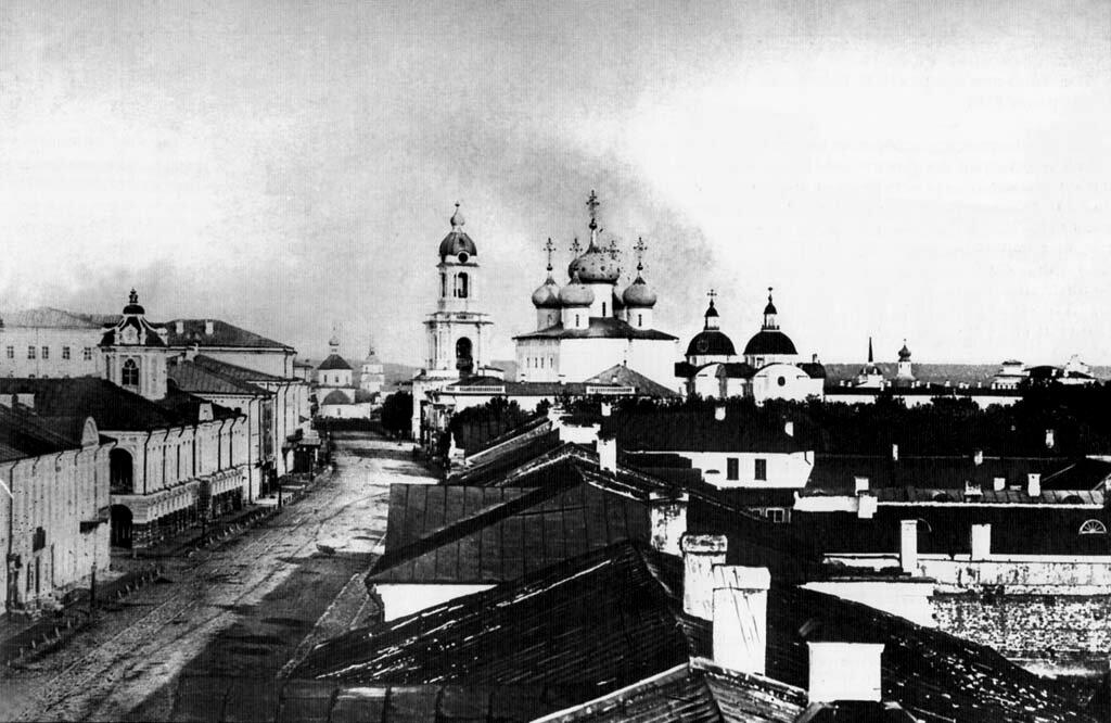 Перспектива Миллионной улицы от Ильинского переулка в сторону Затьмачья. Гостиный двор