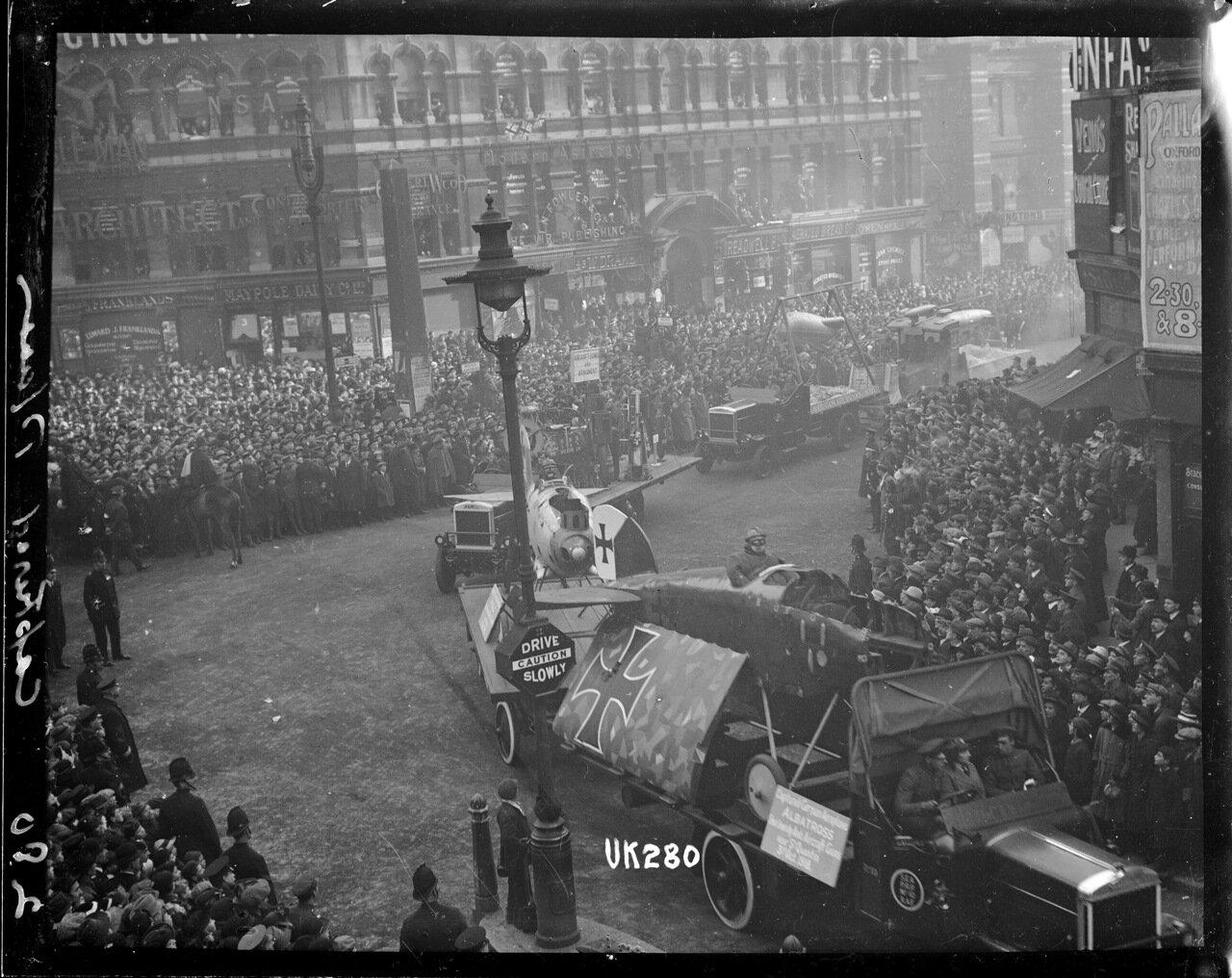 Захваченные немецкие самолеты на параде в Лондоне