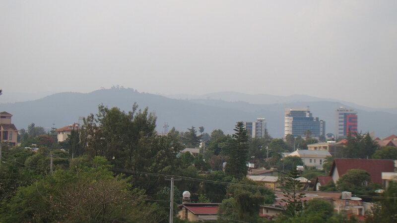 Аддис-Абеба, В дымке окружаюшие город горы