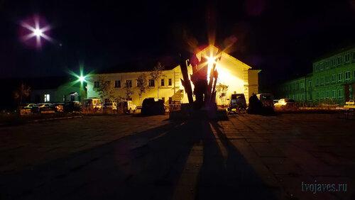 Фото города Инта №5945  Кулешова 10 (ФМС/полиция/ГАИ) и 5. (памятник